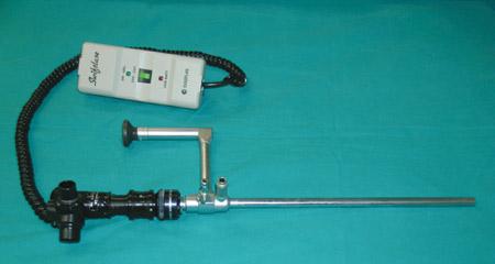 Το ειδικό χειρουργικό λαπαροσκόπιο τύπου Storz είναι συνδεδεμένο με το coupler και το SwiftLase. Ο βραχίονας της μονάδας laser CO2, θα συνδεθεί με το SwiftLase (αρχείο ΕΥΓΟΝΙΑΣ).
